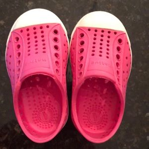 Native shoes pink